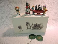 Dept 56 North Pole Heritage /'Delivering the Christmas Greens/' #56373 New!