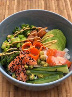 Recipe for the Poke Bowl with Salmon - MadMedMartin- Opskrift på Poke Bowl med laks – MadMedMartin Recipe for the Poke Bowl with Salmon – MadMedMartin - Salmon With Skin Recipes, Quick Salmon Recipes, Food N, Food And Drink, Bowl Recipe, Asian Recipes, Healthy Recipes, Shellfish Recipes, Danish Food
