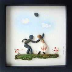 Çakıl taşından yapılmış duvar dekorasyonları desem. Taş sanatı, çakıl taşı tablo desem. Hayal gücü kullanılarak yapılmış taşların sanatı.