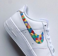 Shop Women's Nike Red Blue size Various Sneakers at a discounted price at Poshmark. Description: Gum-like Specific color-ways available 🧡🖤💙. Custom Sneakers, Custom Shoes, Shoes Sneakers, Skinny Jeans Damen, Cute Nikes, Aesthetic Shoes, Hype Shoes, Shoe Art, Painted Shoes