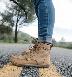 20 more women& winter boots outfits , damen winterstiefel outfits women& winter boots outfits , Jackets women winter outfits. Over 50 women winter outfits. Trail Shoes, Hiking Shoes, Hiking Gear, Hiking Boots Outfit, Hiking Clothes, Timberland Shoes, Timberland Fashion, Nylons, Yellow Boots