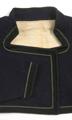Trolig en tidlig utapåtrøye i mørkeblått i stedet for sort, fra overgangen mellom raudtrøye og sort utapåtrøye. Fra ca 1850-60 årene. | Beltestakk Lisa, Fashion, Moda, Fashion Styles, Fashion Illustrations