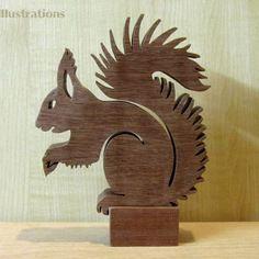 Sculpture en bois massif ecureuil en chantournage