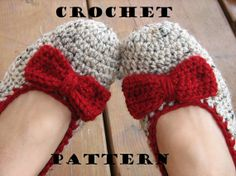 Crochet Women Slippers - Oatmeal with Red Wine Bow, Accessories, Adult Crochet Slippers, Home Shoes, Crochet Women Slippers. Via Etsy. Crochet Woman, Knit Or Crochet, Learn To Crochet, Crochet Crafts, Yarn Crafts, Crochet Projects, Ravelry Crochet, Easy Crochet, Patron Crochet