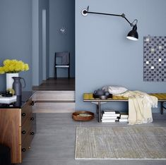 Das blitzende Meer von Kapstadt vor Augen, die Sonne am hohen Himmel: Das unverg… The sparkling sea of Cape Town in sight, the sun in the high sky: The incomparable Marina Blue comes with the color Waterfront to live. Room Wall Colors, Bedroom Colors, Blue Rooms, Blue Walls, Paint Colors For Home, House Colors, Living Room Decor, Bedroom Decor, Kids Bedroom