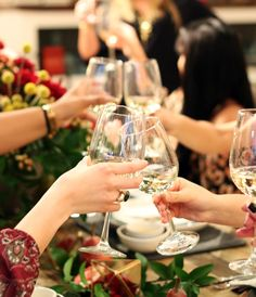 Friendsgiving with West Elm Dadeland - The Fashion Buffet West Elm, Wine Tasting, Wine Recipes, White Wine, Event Planning, Alcoholic Drinks, Things To Come, Buffet, Miami
