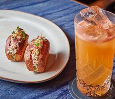 Chef @rosspotsnpans crab snacks with @dickies_bar delicious cocktails.  Perfect pairing @corrigans_mayfair  #foodphotography #foodphotographer #foodphotography #London #gourmetartistry #gastroart #food #foodie #foodart #instadaily #theartofplating #instafood #instachef #chefslife #instagramhub #igers #truecooks #chefstalk #chefsroll #foodstarz #thestaffcanteen #grateplates #simplisticfood #crab