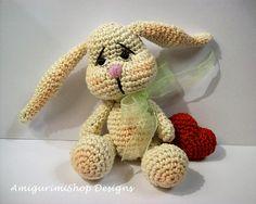 Love Rabbit.  Pattern avaiable:  http://tiendamigurimishopdesings.blogspot.com.es/