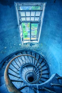 Spiral staircase in abandoned building Abandoned Buildings, Abandoned Places, Derelict Places, Abandoned Property, Architecture Unique, Fotografia Macro, Take The Stairs, Stair Steps, Stairway To Heaven