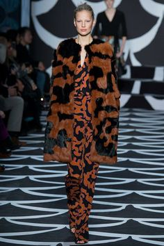 Loving the mod 60s prints at DVF's fall 2014 show #nyfw #rzfw