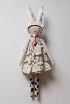 Emma By Lieschen Mueller Darling Doll Crafts, Diy Doll, Handmade Soft Toys, Fabric Animals, Hamster, Fabric Dolls, Rag Dolls, Soft Dolls, Soft Sculpture