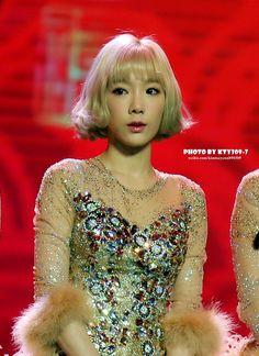 Kpop Girl Groups, Korean Girl Groups, Kpop Girls, Girls' Generation Taeyeon, Girls Generation, Seohyun, Snsd, Taeyeon Short Hair, Kim Tae Yeon