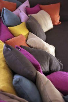 Extreme comfort #lagodesign #interiordesign #pillow #sofa #colorful