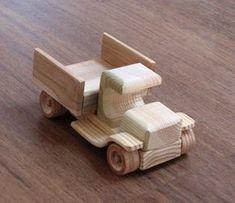 """Wendy o carro do vintage - caminhão estilo captador de madeira velho do brinquedo, acabamento natural, para crianças e colecionadores de brinquedos Dimensões:. Cerca de 14,5 cm de comprimento, 8 cm de largura, 9 cm de altura (aproximadamente 5,75 """"x 3"""" x 3,5 """") O olhar do produto pode ser ligeiramente diferente do que visto nas fotos -. os produtos são feitos à mão e cada item é único . $25"""
