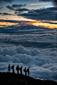 Sunrise on Kilimanjaro by Hudson Henry//Le Kilimandjaro ou Kilimanjaro est une montagne située dans le Nord-Est de la Tanzanie et composée de trois volcans éteints : le Shira à l'ouest, culminant à 3 962 mètres d'altitude, le Mawenzi