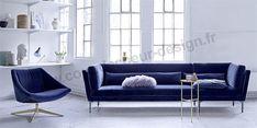 Ce canapé en velours bleu de la marque Bloomingville dévoile « le royaume du style » ! Une alliance de matière, de couleur et de courbes pour le plaisir des yeux et du confort - coupdecoeur-design.fr Canapé Design, Sofa, Couch, Decoration, Place, Lounge, Furniture, Home Decor, Style