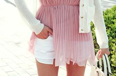 soft chic, pleated long top, tunique, white shorts, short jeans, white cardigan, pink top, white bag