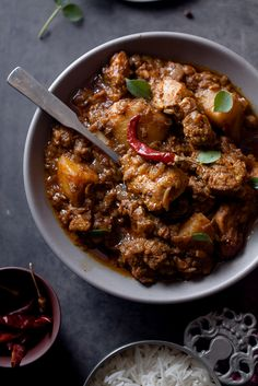 Sinfully Spicy : Chicken Vindaloo I like that! Veg Recipes, Spicy Recipes, Curry Recipes, Indian Food Recipes, Asian Recipes, Vegetarian Recipes, Cooking Recipes, Ethnic Recipes, Chicken Vindaloo