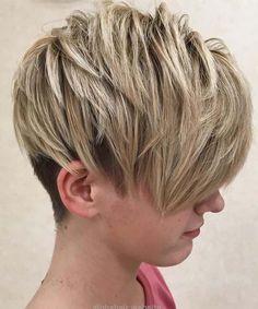 Choppy Brown And Blonde Pixie Undercut Short Choppy Haircuts, Short Shag Hairstyles, Undercut Hairstyles, Short Hairstyles For Women, Cool Hairstyles, Undercut Pixie, Hairstyles 2018, Trending Hairstyles, Blonde Pixie
