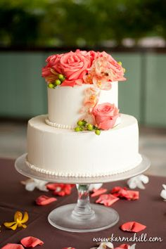 two tier round simple wedding cakes two tier wedding cake with flowers wedding cake 21346