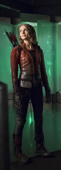 The Flash 2x08 - Thea Queen-Is it just me or does she really look like Moira in this picture