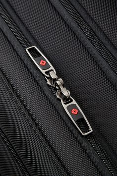 The detailed Samsonite zips can also be locked. Men's Backpack, New Model, Laptop Bag, Travel Accessories, Brand New, Backpacks, Leather, Label, Bags