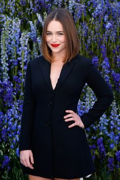 "Emilia Clarke Shares Her Secret To ""Happy"" Skin, And It's Simpler Than You Might Think Emilia Clarke Tattoo, Emilia Clarke Hair, Emilia Clarcke, Me Before You Cast, Choppy Pixie Cut, Langer Bob, Happy Skin, Celebrity Houses, Platinum Blonde"