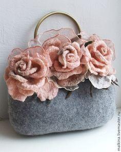 Купить или заказать Валяная сумочка С любовью из Петербурга в интернет-магазине на Ярмарке Мастеров. Очень красивая,нежная,валяная сумочка серого цвета с 3 прекрасными розами -брошами или 5 розами.Розы сделаны из шерсти и шелка ручного крашения,они также смогут украсить и другую,Вашу одежду.Фермуар,цепочка. Носить можно с чем угодно и в любое время года. Может стать чудесным подарком! Стоимость сумочки по мотивам...10000 р.
