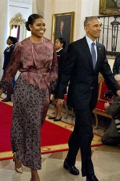 POTUS and FLOTUS were hand in hand as they entered the Medal Of Freedom ceremony: http://trib.al/asDw1Yh