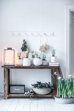 """Working on Christmas feeling. Wood Interior Design, Interior Decorating, Natural Wood Decor, Living Room Decor, Bedroom Decor, Wood Interiors, Home Decor Inspiration, Decoration, Scandinavian Design"