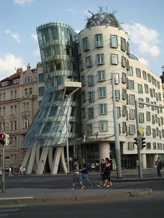 """""""Fred & Ginger"""" or """"the Dancing Building"""" in Prague"""