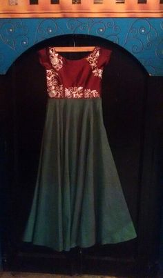 Simple gown with handwork
