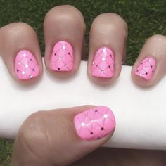 Quilting blankets? Not my thing. But quilting nails, now that is a different story. Check out this easy-to-follow video tutorial for a quilted nail art design sure to get words of praise.