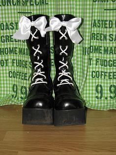 Adora BatBrat: Pretty goth shoes: DIY