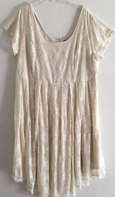 Torrid-SZ-26-Floral-Lace-V-Hemline-Skater-Dress-Beige-Ivory-Short-Sleeve
