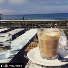 #Repost @miss.maree  Saturday breakfast with this cheeky bird   @htb260 #breakfasttime #saturday #beachfront #coffee #warrnambool #3280 #sunshine #weekend #simonswaterfront #coffee3280 #eat3280 #warrnamboolbeach by destinationwarrnambool