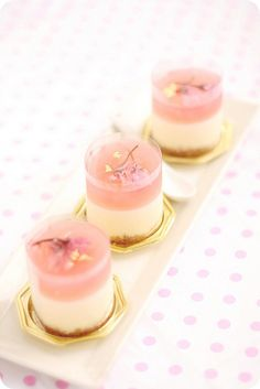 So sweet-looking: Sakura Rare Cheese Dessert|桜ホワイトレアチーズ recipe: http://bossacafez.blogspot.se/2012/04/sakura-rare-cheese-dessert.html