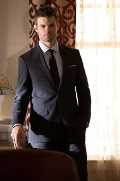 Suited Up - The Originals Season 2 Episode 10