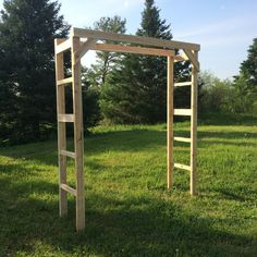 Add a measure of enchantment to your wedding ceremony with a Northern Boughs custom handmade cedar arch. Each arch package features all the components necessary to create a storybook wedding arch. Fol