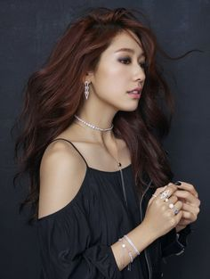 Actress Park Shin-hye recently did photo shoots for jewelry brand Swarovski to promote its 2016 fall-winter collection. The brand said that Park is its new model. Park Shin Hye, Asian Woman, Asian Girl, Korean Girl, Korean Star, Korean Women, Korean Beauty, Asian Beauty, Beautiful Asian Women
