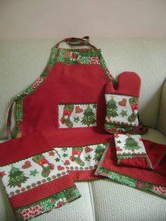 tecidos 100% algodão com tecido de natal  em brim leve e atoalhado  pano de prato 50x80 bate mão 35x55 avental 65x80 luva com manta 100%algodão Os tecidos da estampa pode variar R$ 120,00