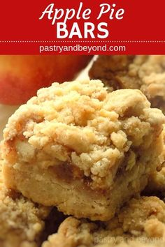 Apple Pie Bars Recipe-These delicious apple pie bars with crumb topping are crunchy and soft. You'll use the same shortbread dough for the crust and the crumbles to make this easy and from scratch recipe. pies Apple Pie Bars Recipe - Pastry & Beyond Apple Pie Cookies, Apple Pie Bars, Apples For Apple Pie, Apple Pie Crumb Topping, Apple Crisp Bars Recipe, Apple Slab Pie, Apple Pie Recipe Easy, Apple Crumble Recipe, Fruit Crumble