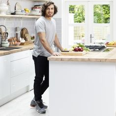 Joe Wicks, aka The Body Coach, shares delicious recipes for breakfast, lunch and dinner from his body transforming fitness plan Bodycoach Recipes, Joe Wicks Recipes, Cooking Recipes, Fondant Recipes, Fondant Tips, Holistic Nutrition, Diet And Nutrition, Nutrition Chart, Fitness Nutrition