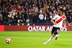 """¡No vio el gol del Pity! La increíble historia de Gallardo en el Bernabéu """"Estaba bajando del palco al vestuario"""", contó el Muñeco, quien agregó que vivió """"tres o cuatro minutos de oscuridad absoluta"""" luego del final del encuentro. Bernabeu, Carp, Madrid, Hustle, Wallpapers, Poster, Ideas, Amor, Wallpaper"""