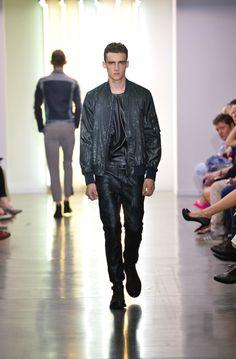 www.soupmagazine.com  #SoupDigital Milan Men's Fashion Week, New Fashion, Diesel Industry, Man Images, John Varvatos, Yves Saint Laurent, Harem Pants, Menswear, Chic