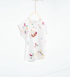 Image 1 de T-shirt à broderies et paillettes de Zara