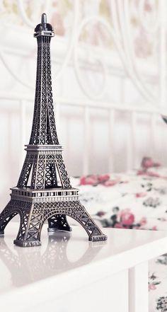 Eiffel towrr Wallpaper