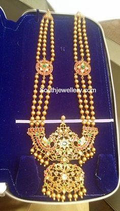 Antique Gold Haram with Peacock pendant - Indian Jewellery Designs Gold Temple Jewellery, Gold Wedding Jewelry, Bridal Jewelry, Gold Jewelry, Beaded Jewelry, Jewelery, Gold Necklace, Gold Bangles Design, Gold Jewellery Design