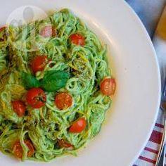 Spaghetti de courgette au pesto d'avocat @ allrecipes.fr