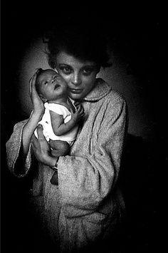 Mother in chenille bathrobe and her wee one.    Elliott Erwitt -repinned by San Francisco studio photographer http://LinneaLenkus.com  #topphotographers